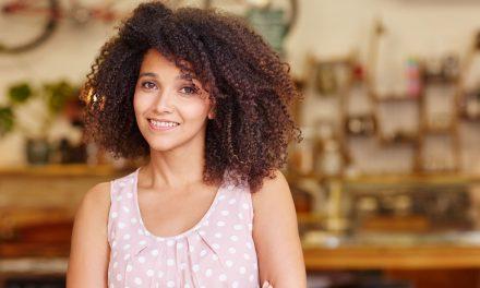 Confira 6 cuidados com cabelos cacheados