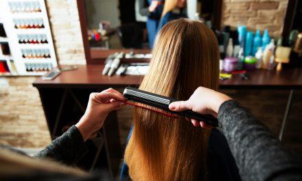 Escova e chapinha no cabelo: 4 cuidados essenciais para adotar