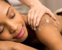 4 hábitos que você deve adotar agora para cuidar melhor da sua pele